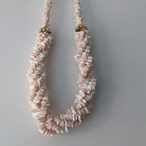 Twisted Shell Necklace Pale Pink